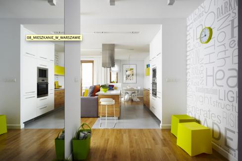 """Pequenos elemntos em cores """"neon"""" dão um ar contemporâneo no visual do apartamento."""