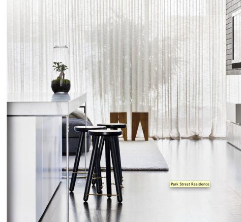 A cortina de voil, ganha um ar moderno quando