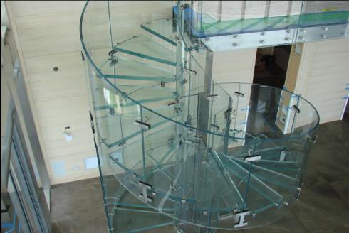 escada em vidro redonda