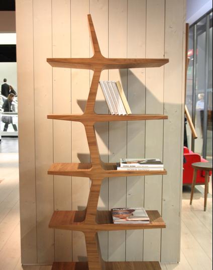 como uma escultura, esta estante pode ser utilizada em qualquer ambiente.