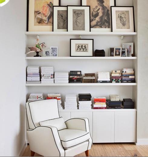 Se você tem um nicho, fica bem fácil e prático transformá-lo em estante.