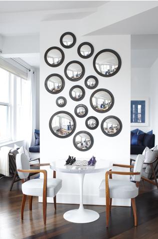 super bacana esta parede com vários espelhinhos...