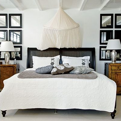 Bem bacana esta disposição ao lado da cama!