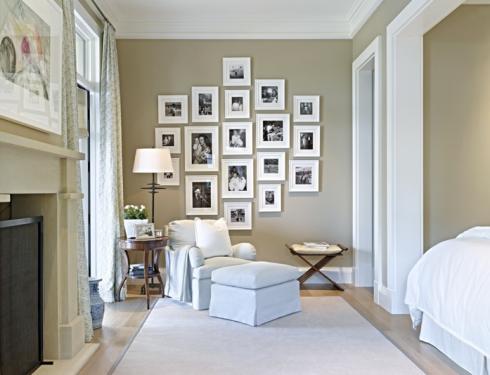 Nada melhor que ter fotos da família na parede do quarto!