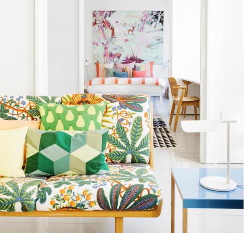 apartamento com estampas coloridas