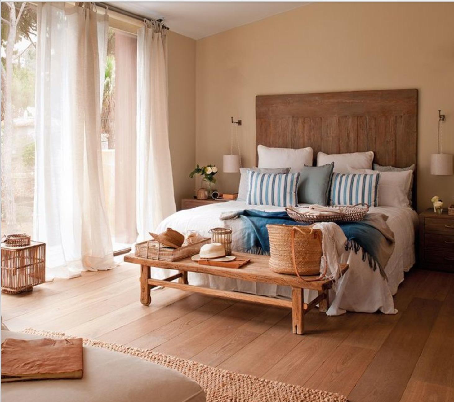 Quarto casal, escolha um móvel para o pé da sua cama  ~ Quarto Rustico De Praia