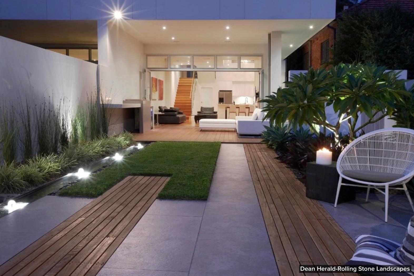 Olha Que Bacana Este Piso, Uma Parte Em Grama, Outra Com Calçada E ~ Grama Sintetica Serve Para Jardim